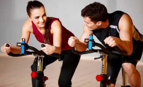 программа тренировок: отжимания от пола дома и в тренажёрном зале